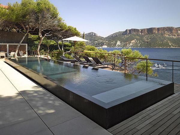 Semi-inground swimming pool / concrete / perimeter overflow ...