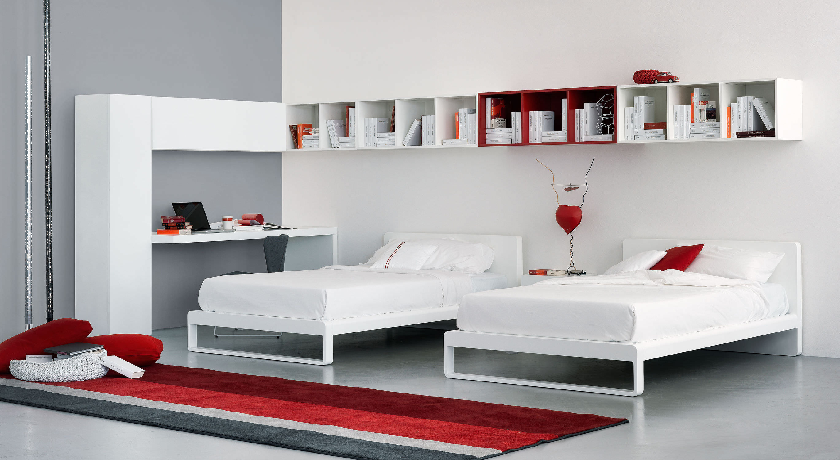 Single Bed Contemporary Lacquered Wood Leather