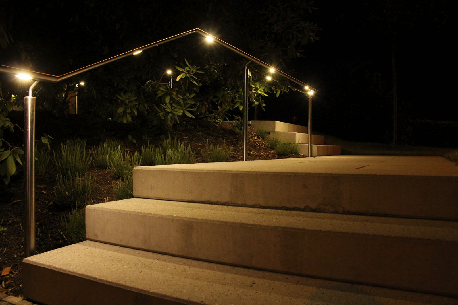 metal handrail / with integrated LED lighting & Metal handrail / with integrated LED lighting - Metamont AG