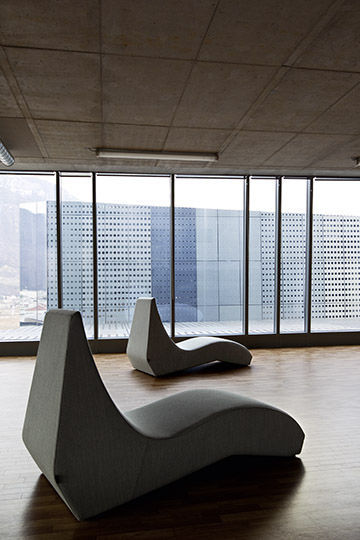 Contemporary Chaise Longue Fabric Leather For Public Buildings