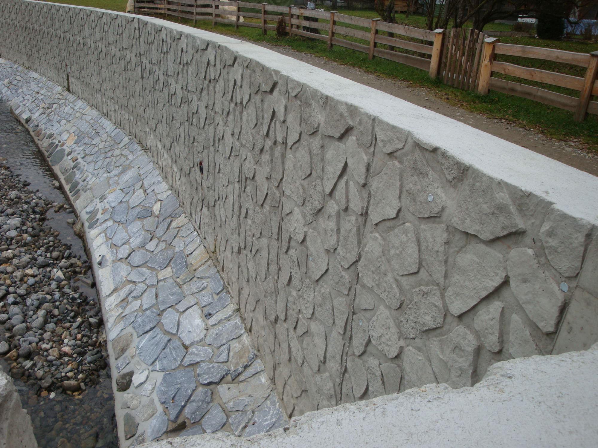 Retaining wall form liner / stamped concrete - LA REUNION - RECKLI