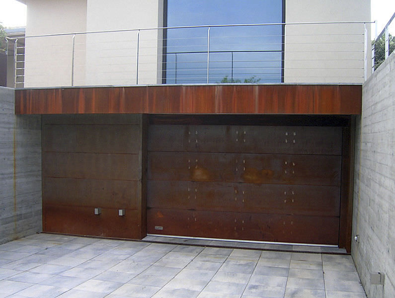 Genial Sectional Garage Door / COR TEN® Steel / Aluminum / Automatic   ALUCOMIR