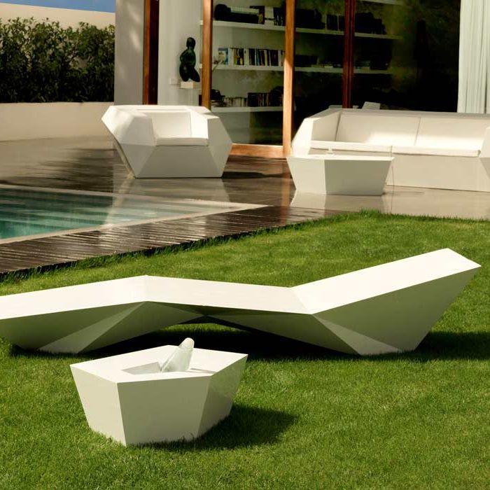 Original design coffee table / polyethylene / garden / 100 ...