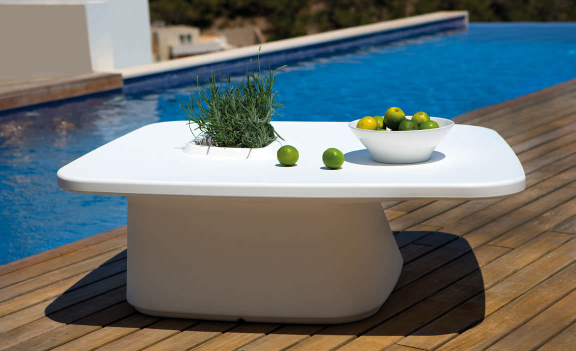 contemporary coffee table / polyethylene / garden / 100% recyclable - MOMA  by Javier Mariscal - Contemporary Coffee Table / Polyethylene / Garden / 100% Recyclable