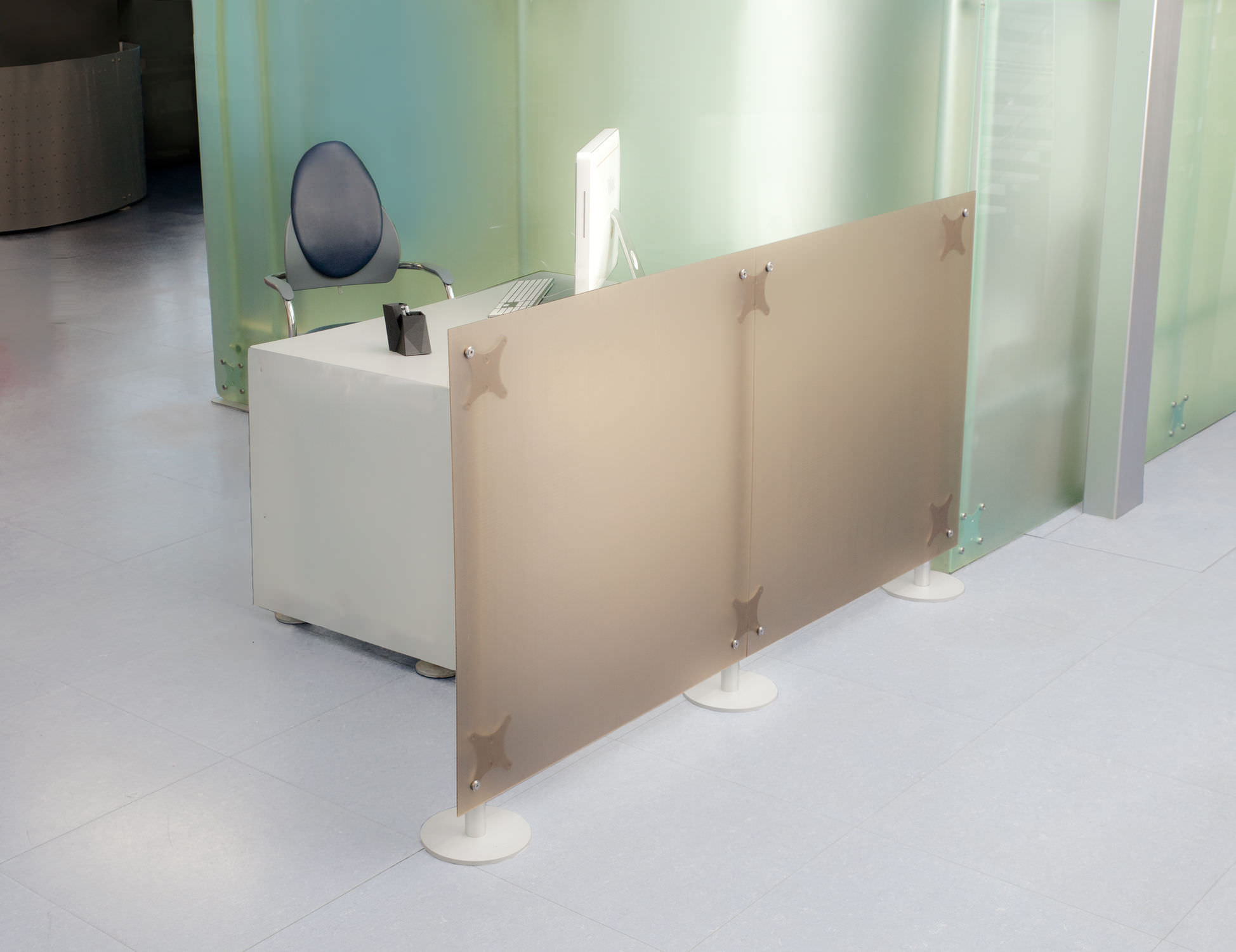 Floor Mounted Office Divider Acrylic Fluowall Open Space