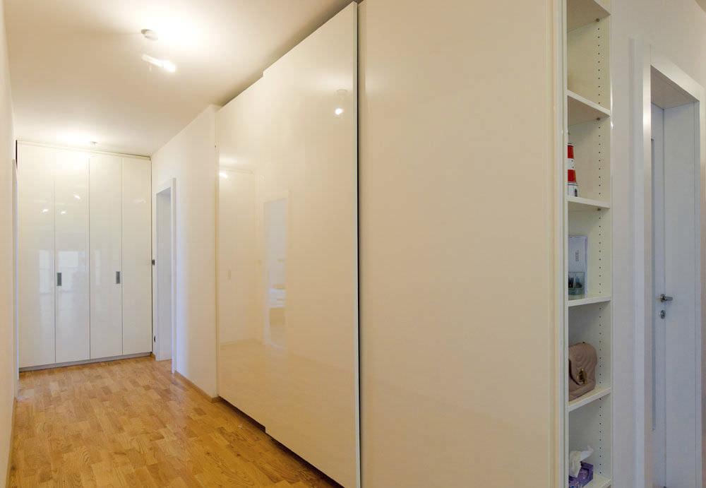 Contemporary Wardrobe Glass Lacquered Glass Sliding Door Lugi
