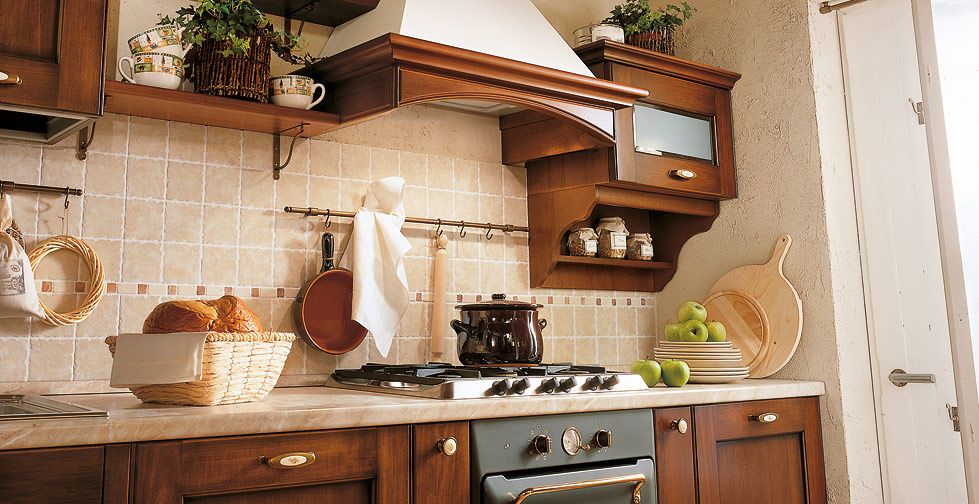 Traditional kitchen / solid wood / wooden / with handles - BORGO ...