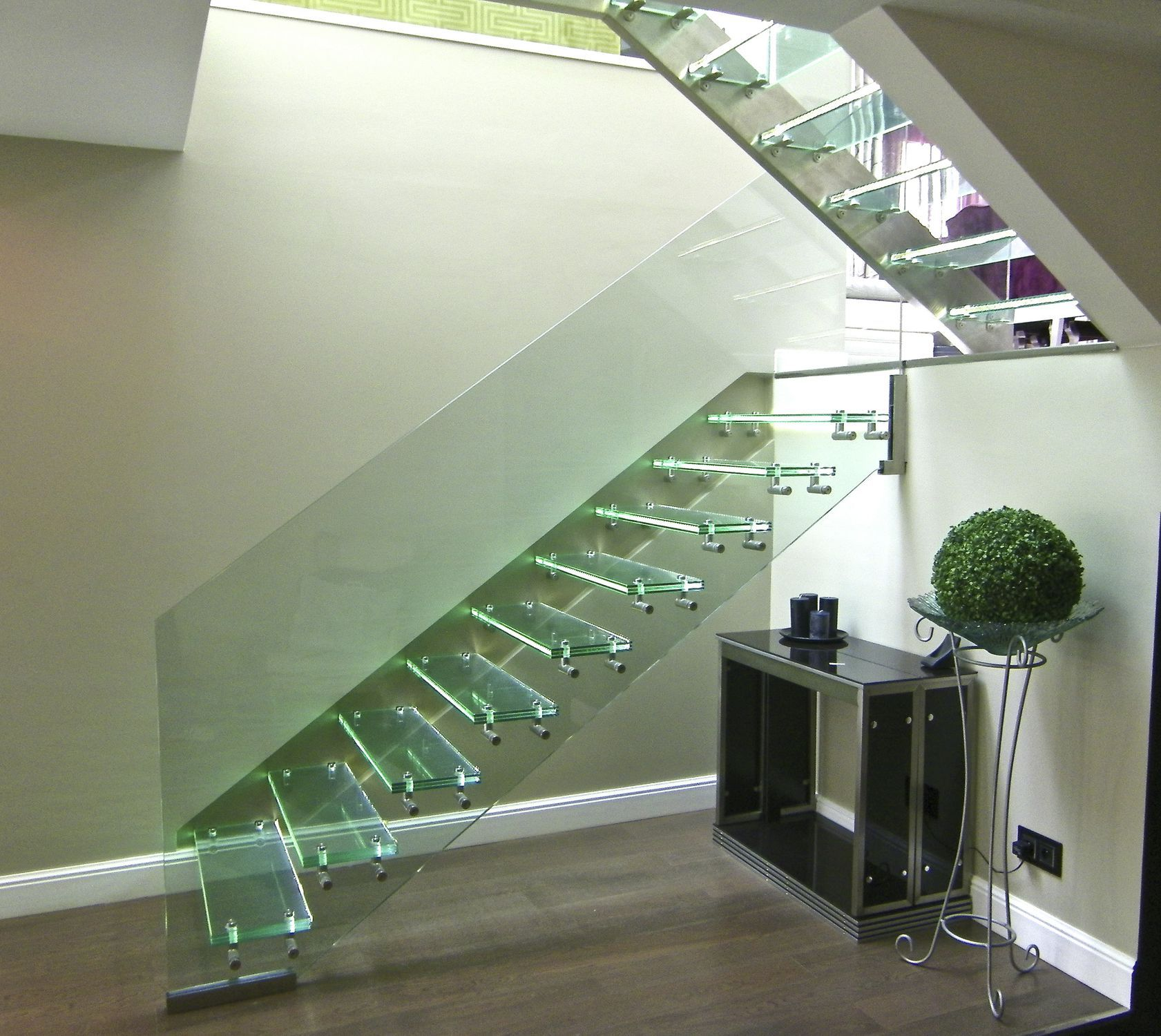 Straight staircase / glass steps / glass frame / without risers ...
