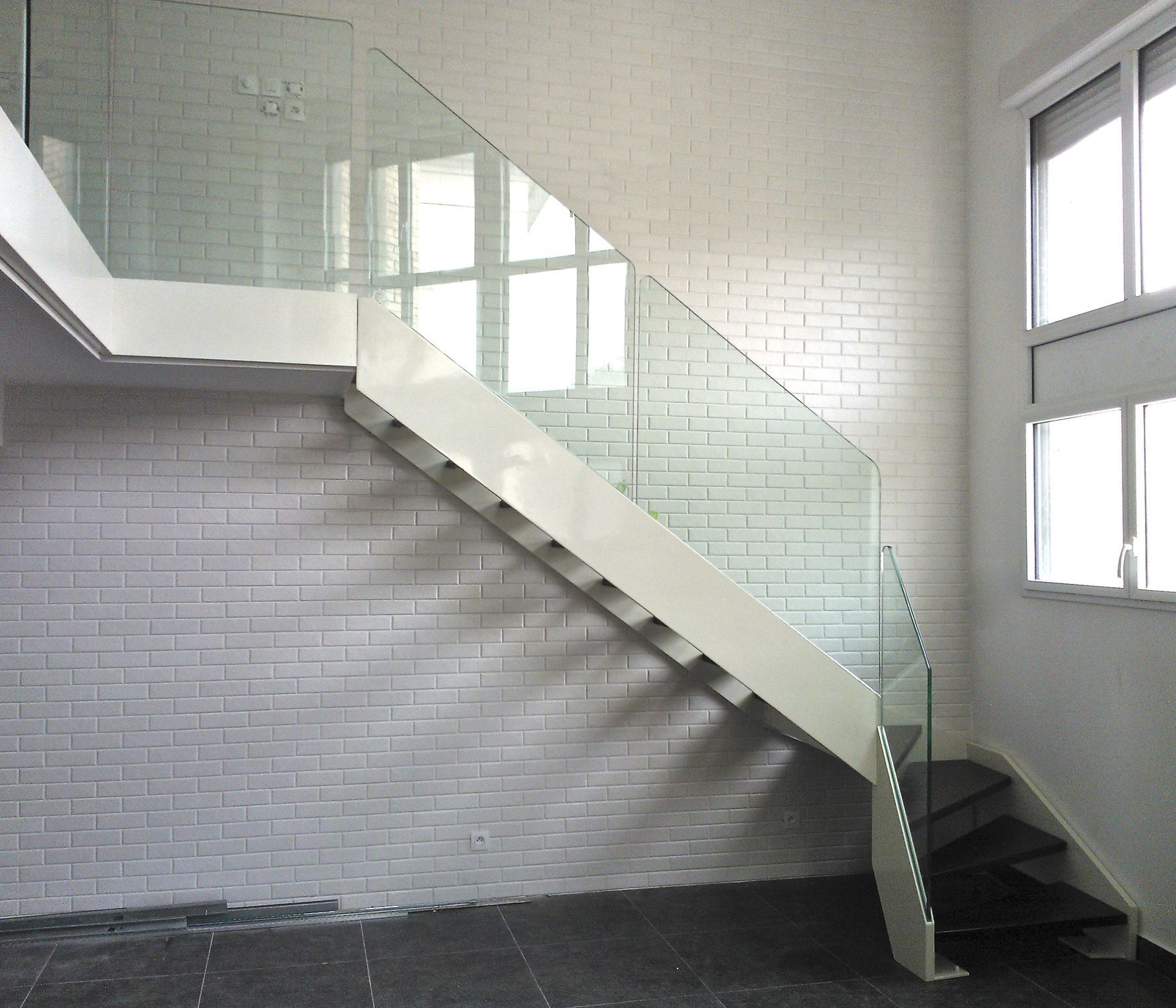 Quarter-turn staircase / wooden steps / steel frame / without risers ...