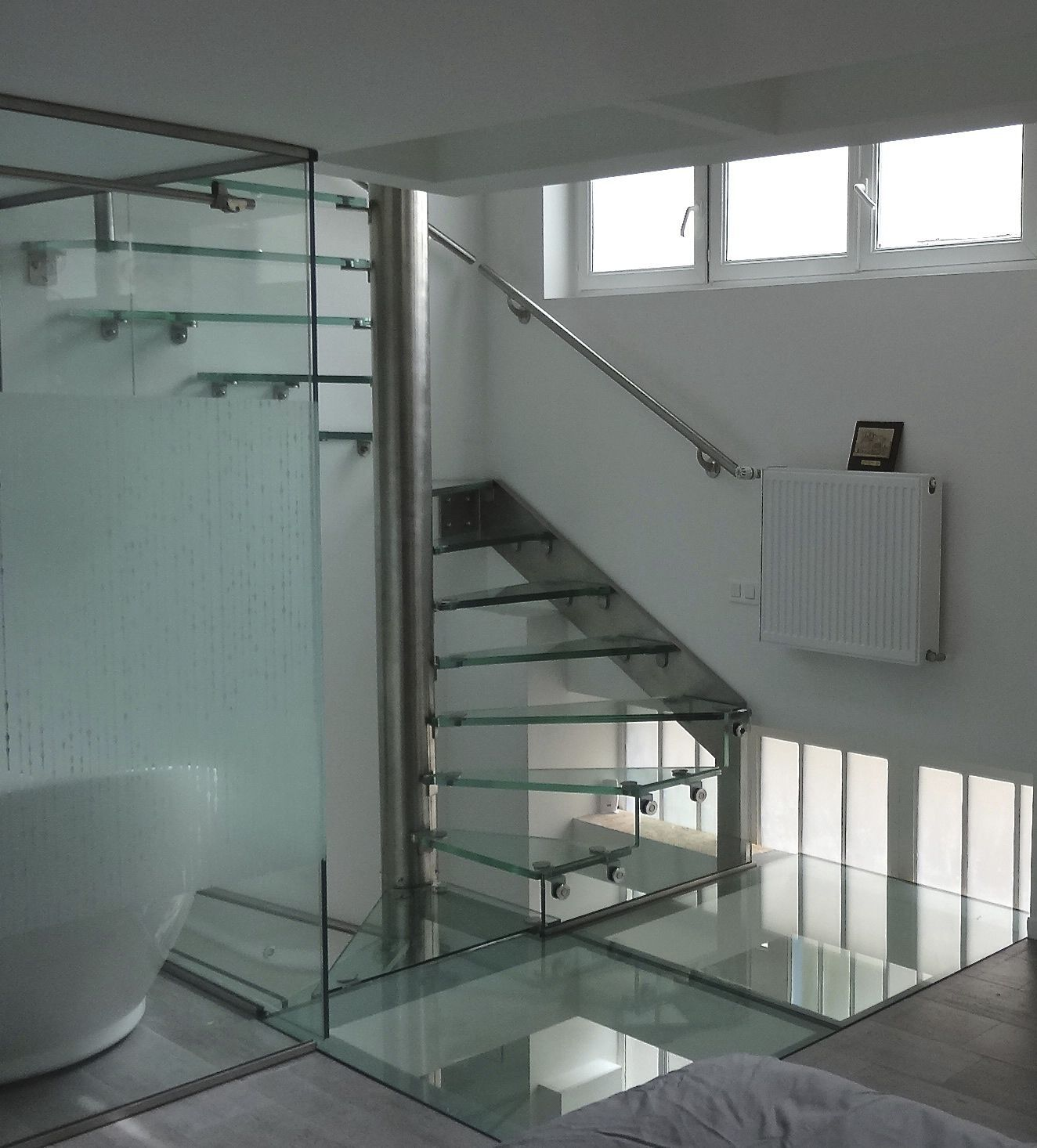 Superior Square Spiral Staircase / Helical / Glass Steps / Stainless Steel Frame    PIVOT