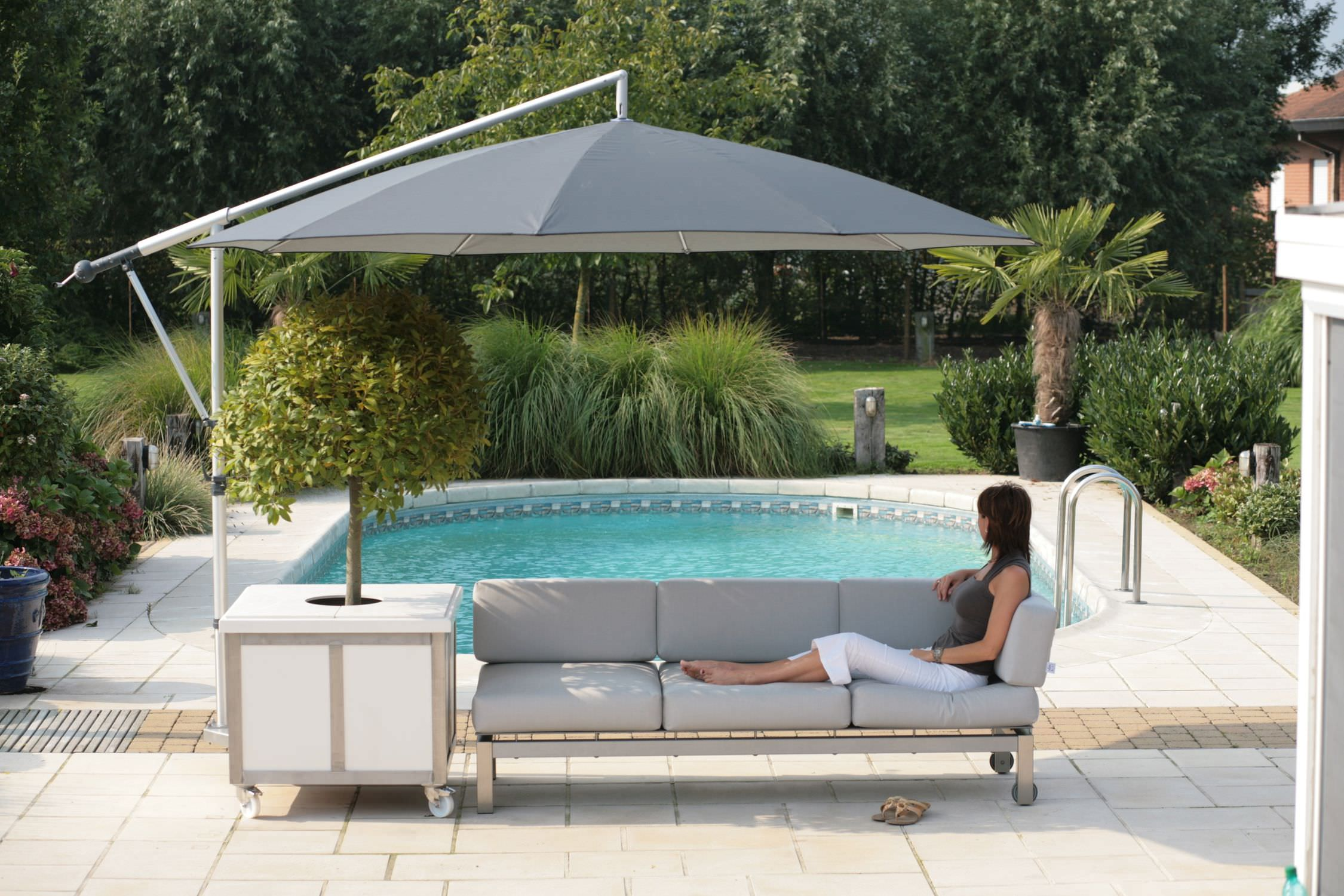 Nice Offset Patio Umbrella / Canvas / Aluminum   MEZZO MG