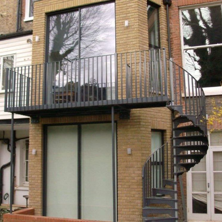 Spiral Staircase / Metal Frame / Metal Steps / With Risers   EXTERNAL