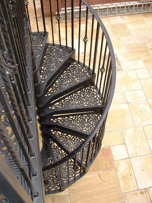 Gentil Spiral Staircase / Metal Frame / Metal Steps / With Risers ...