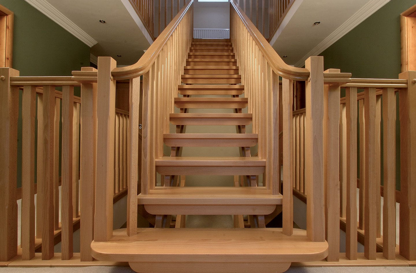 Straight Staircase / Quarter Turn / Wooden Frame / Wooden Steps   NARCISO L