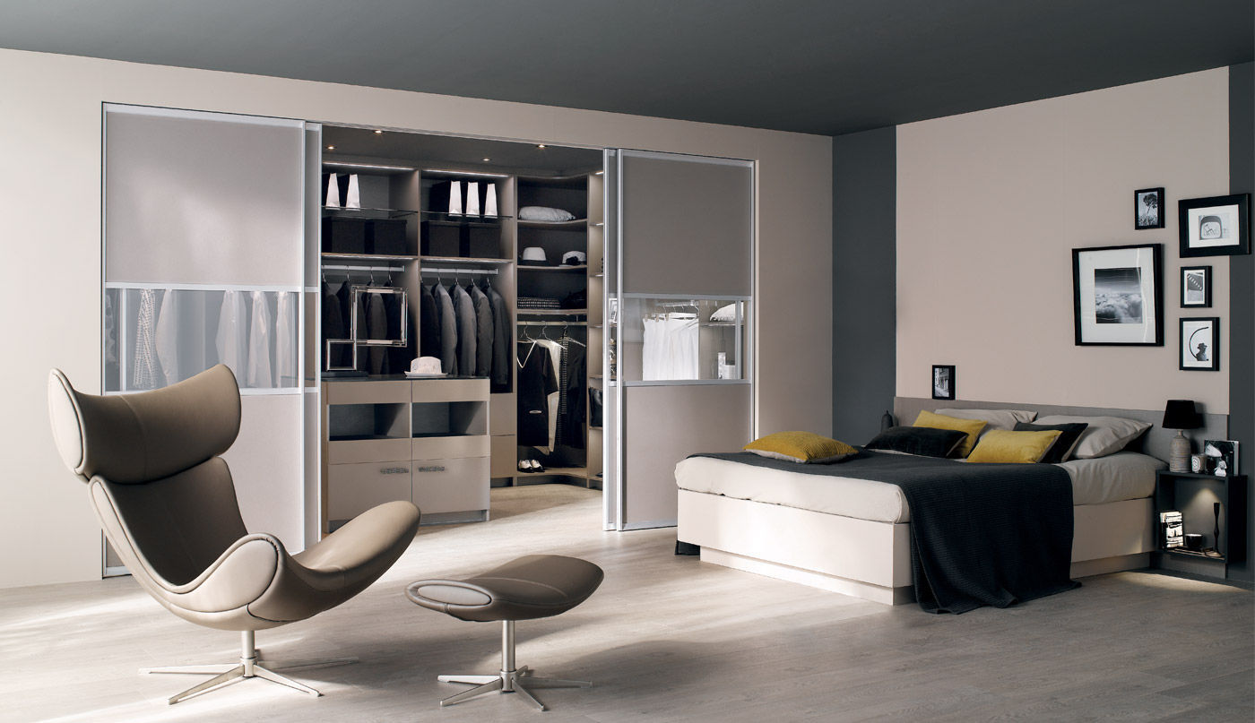 Contemporary Walk In Wardrobe Glass Melamine With Sliding Door