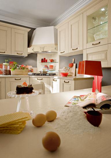 Traditional kitchen / wooden / with handles - GRETA: MONTERIGGIONI ...