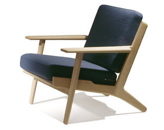 Contemporary armchair / leather / by Hans J. Wegner - 290 EASAY CHAIR