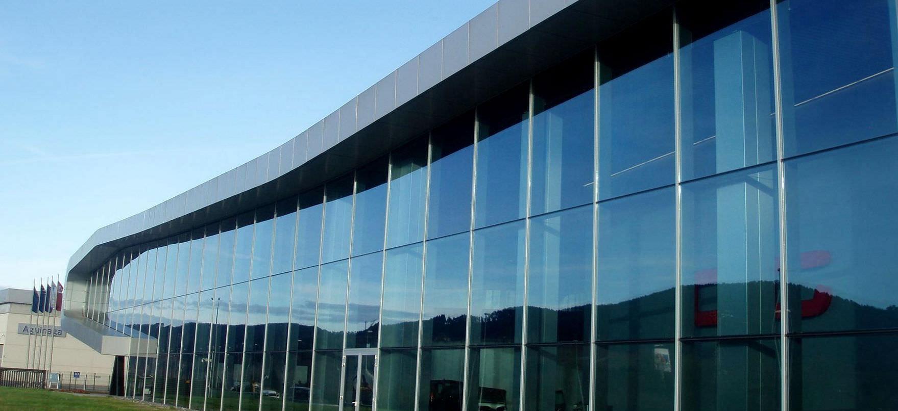 Szklane ściany osłonowe