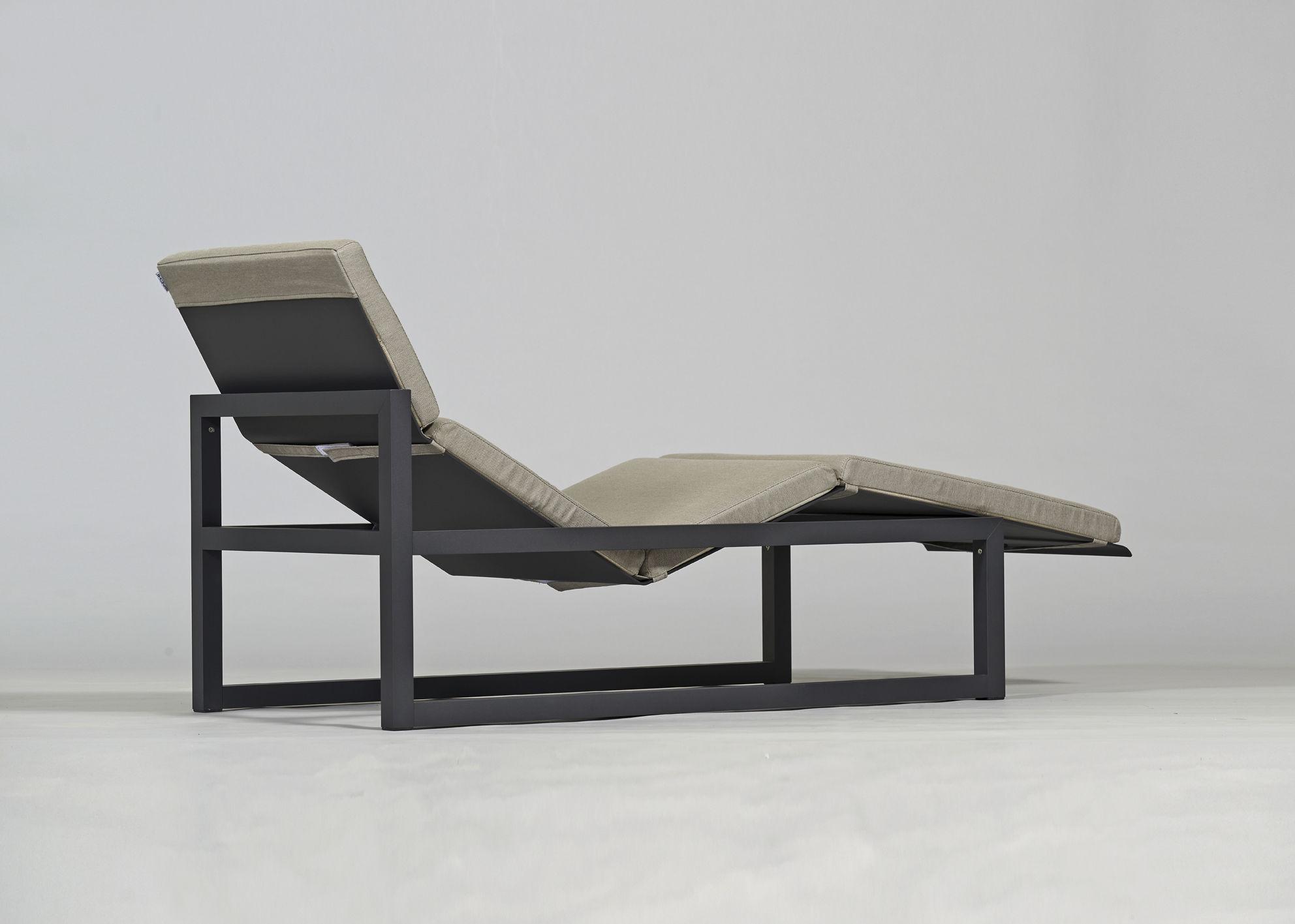 ... Contemporary Sun Lounger / Sunbrella® / Aluminum / Garden