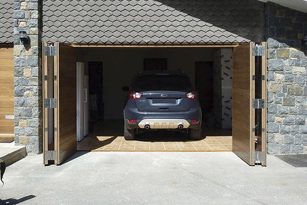 Folding garage door / wooden / manual - Urban Front