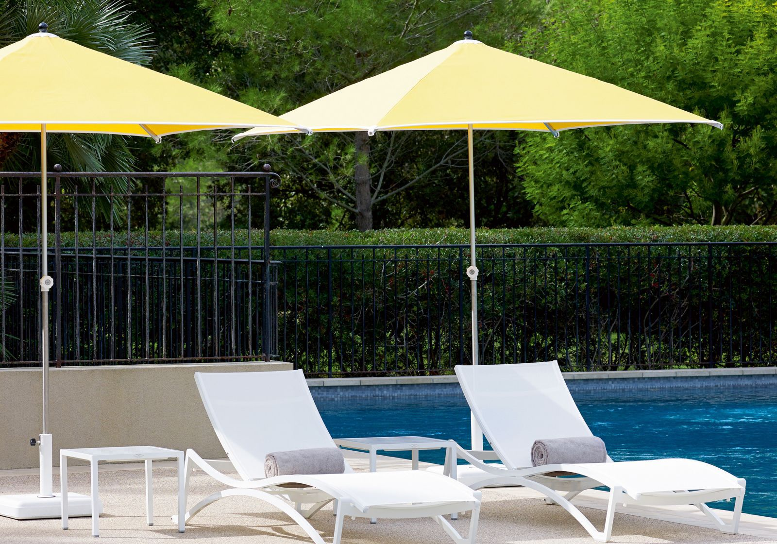 ... Commercial Patio Umbrella / Fabric / Stainless Steel CORTINA VLAEMYNCK