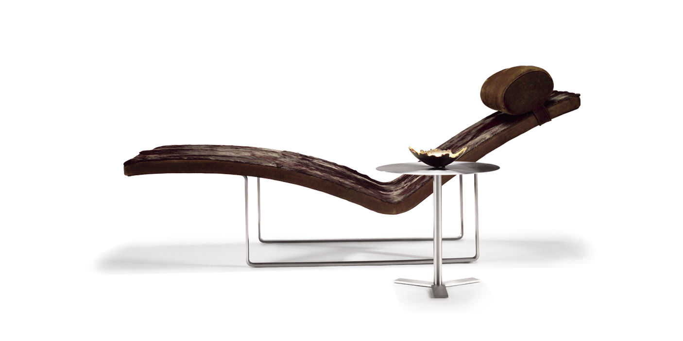 contemporary chaise longue / fabric / leather / molded plywood ... - Chaise Longue Le Corbusier Vache