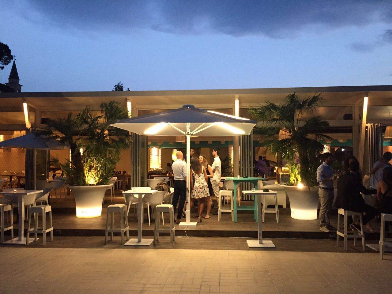 Beautiful Bar Patio Umbrella / For Hotels / Aluminum / With Built In Light   PYRAMID,  THE COMMUNICATIVE PARASOL