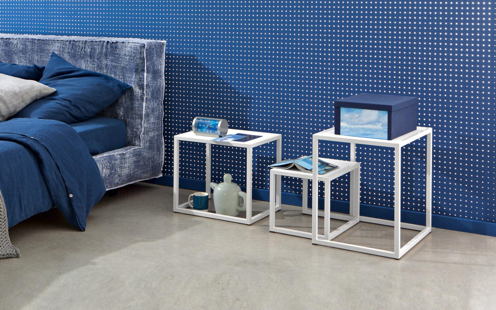 Contemporary Nesting Tables / American Walnut / Rectangular   LC 40 A/B/C