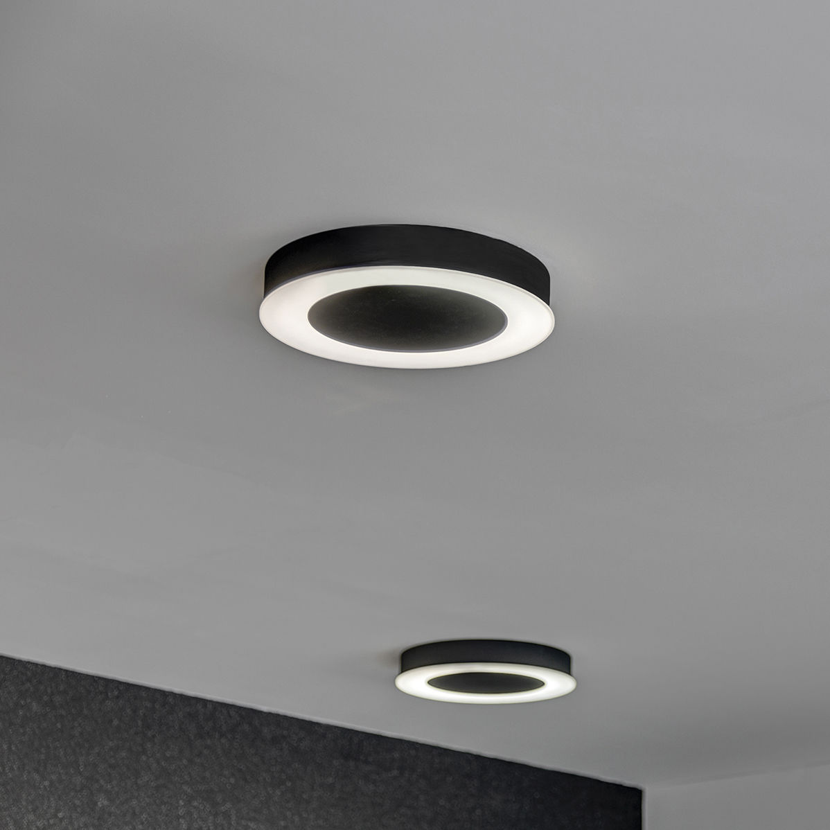 Contemporary ceiling light round sheet metal polycarbonate