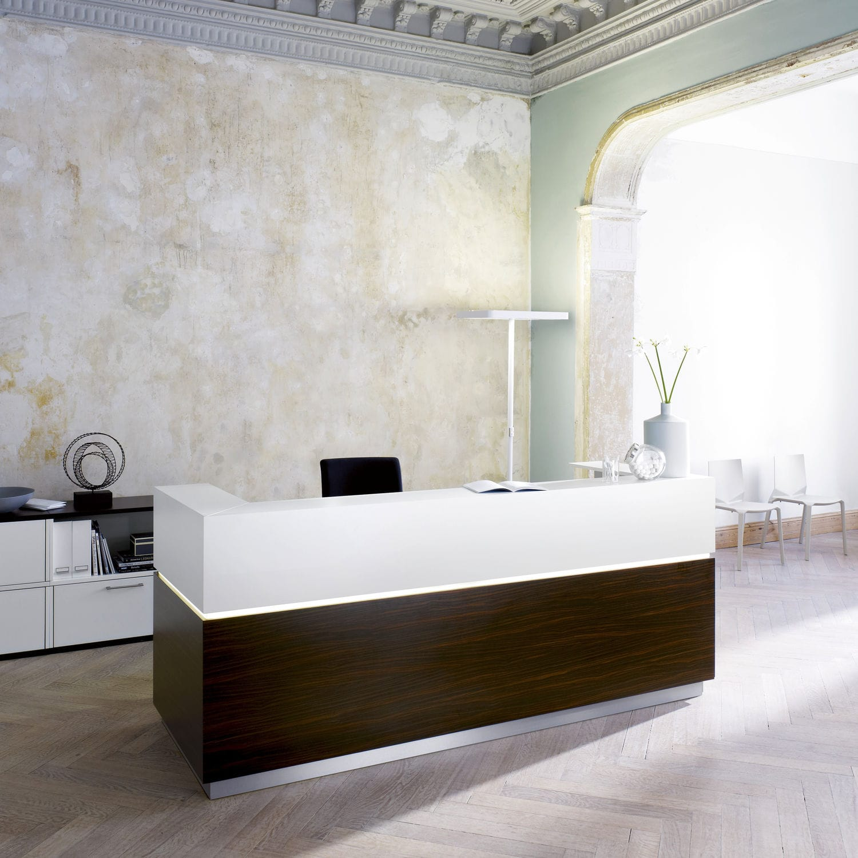 Wooden reception desk - ENTREO - Hund Büromöbel