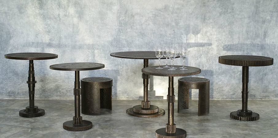 Ordinaire Industrial Design Pedestal Table / Metal / Round