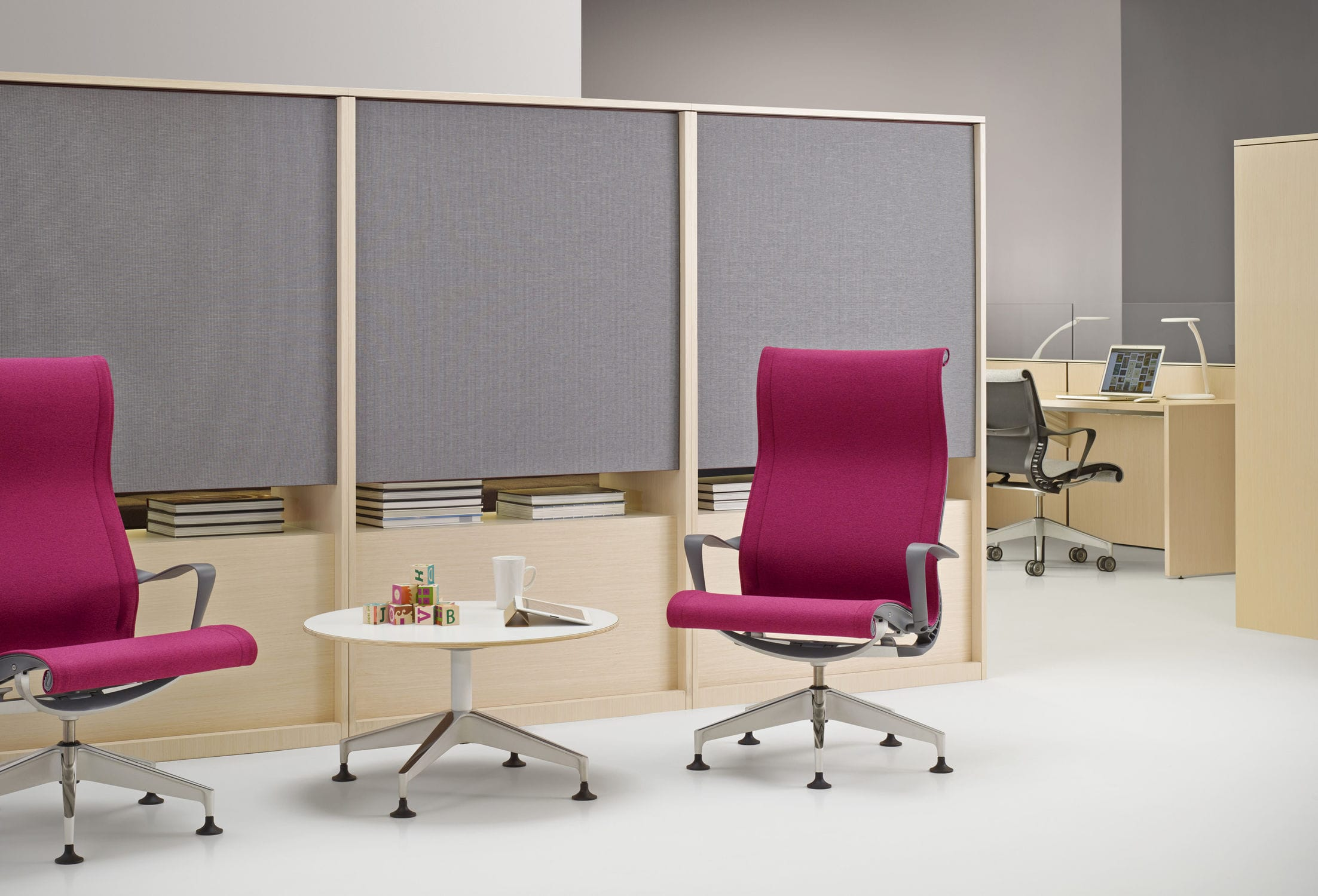 Contemporary visitor armchair fabric with armrests star base
