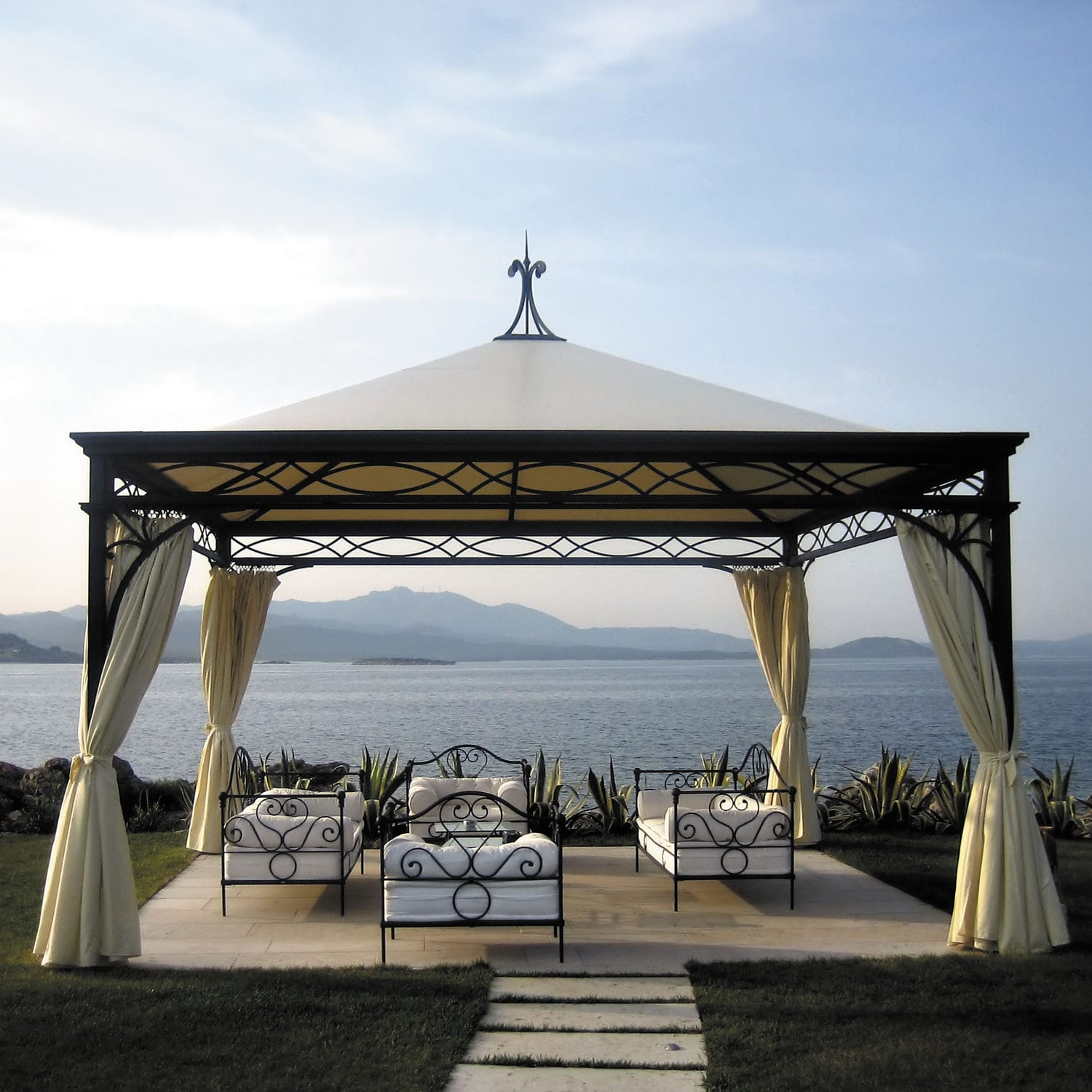 Wrought Iron Gazebo / Fabric Roof / Commercial / For Hotels   MALATESTA