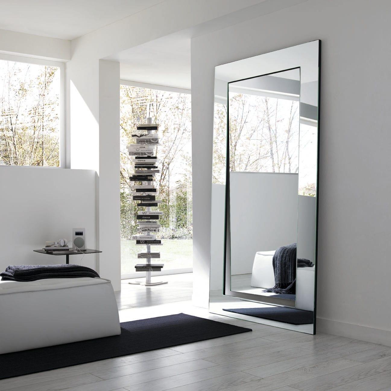 mirror wallmounted oval gerundio by giovanni tommaso garattoni