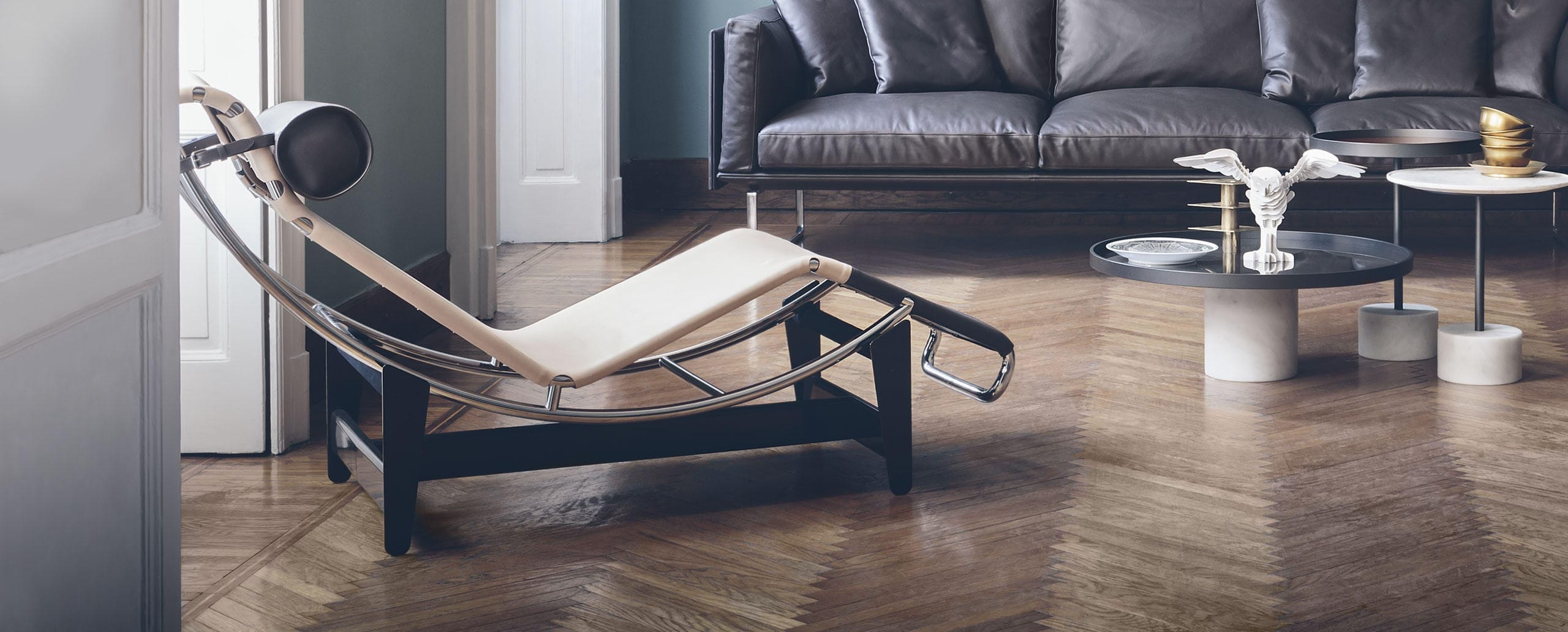 contemporary chaise longue leather steel by le corbusier