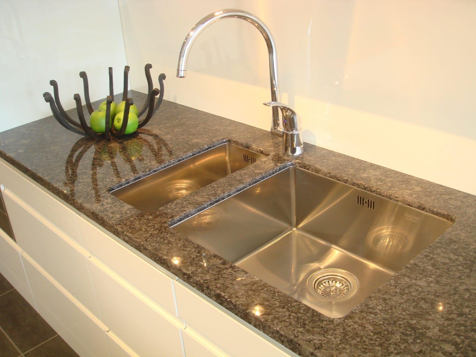 Resin Countertop / Stone / Granite / Kitchen