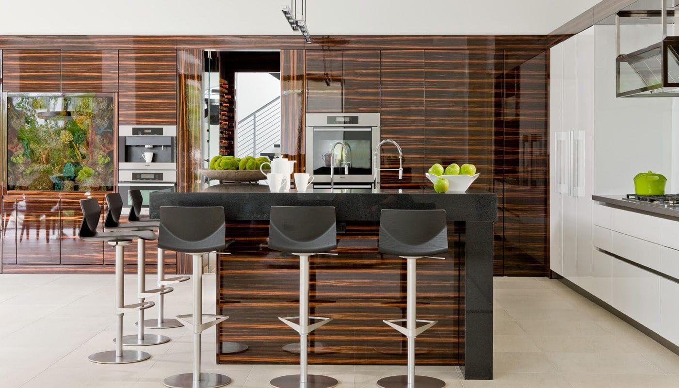 Contemporary kitchen / wood veneer / Corian® / island - HOUSE MIAMI ...