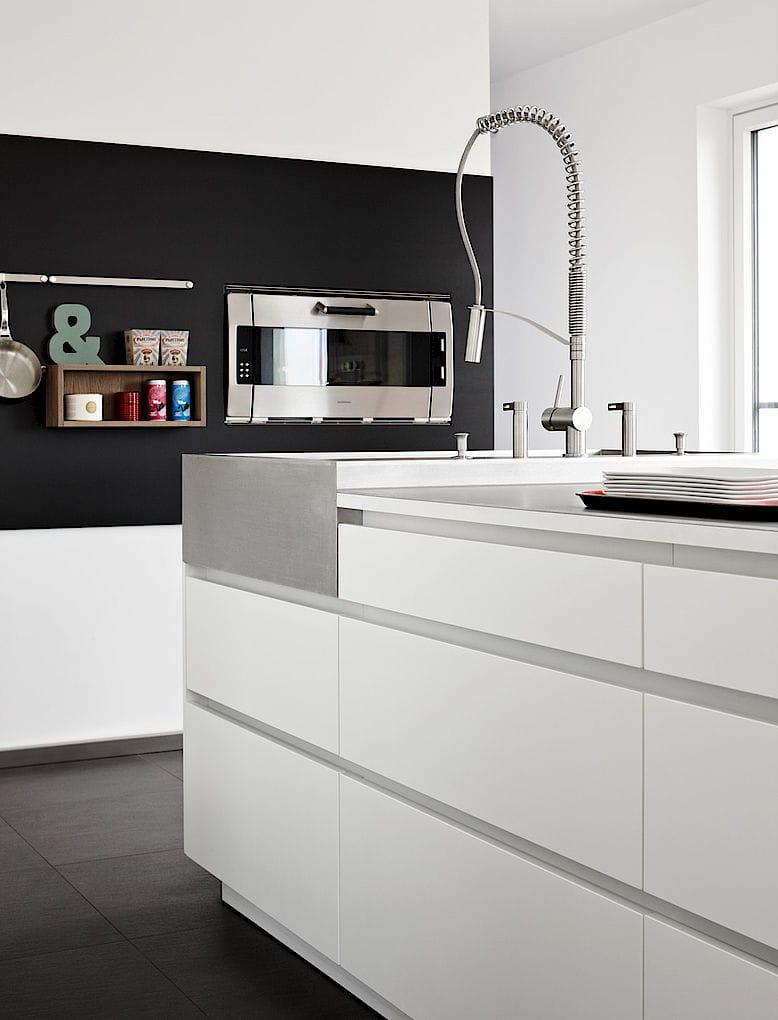 contemporary kitchen / stainless steel / laminate / island - villa ... - Eggersmann Küche