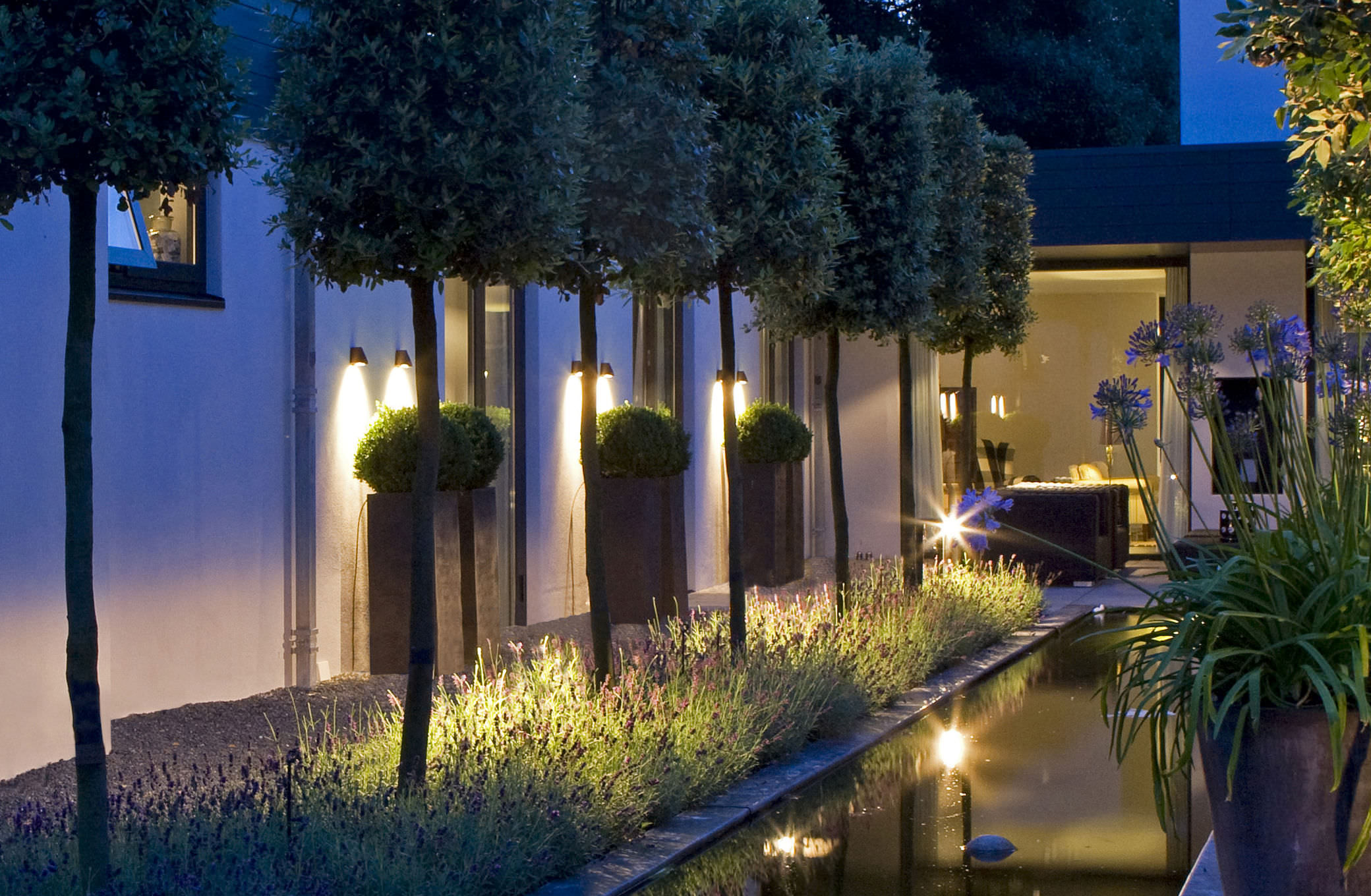 Contemporary Wall Light Garden Br Led