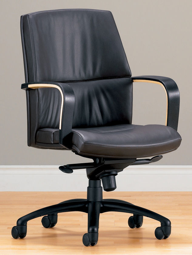 Contemporary office chairwoodenon casterswith armrests