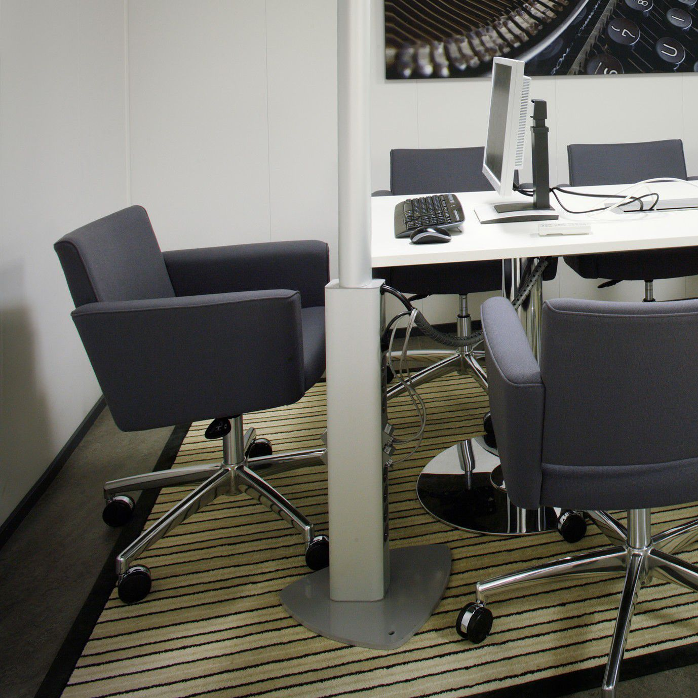 Contemporary office chair / on casters / with armrests / star base ...