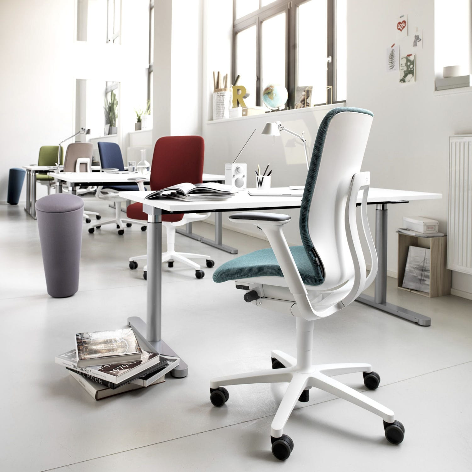 Contemporary Office Chair / On Casters / Star Base / With Armrests   AT