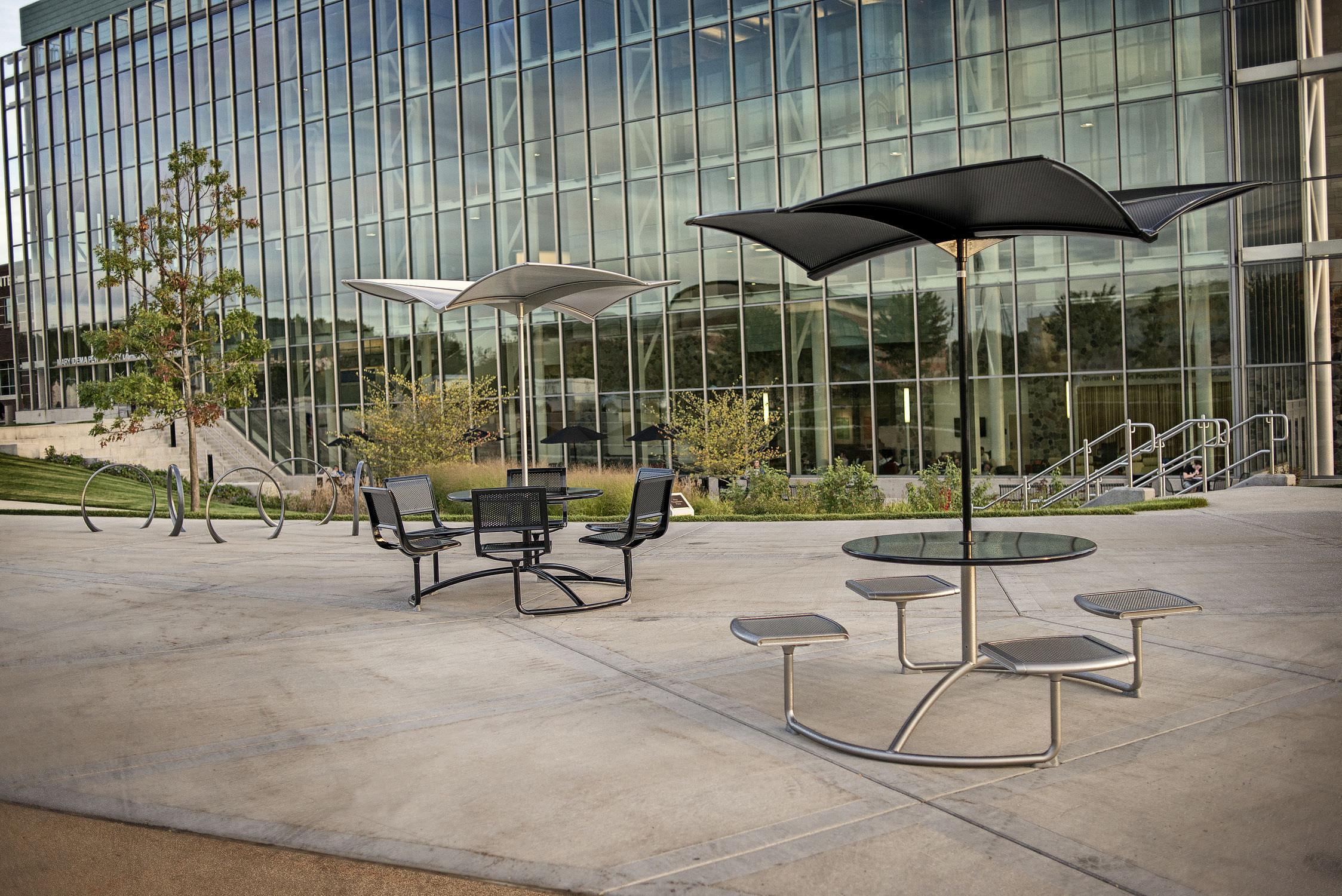 ... Commercial Patio Umbrella / Metal 35 : SHADE By Frog Landscapeforms ...