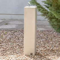 Outdoor drinking fountain / concrete