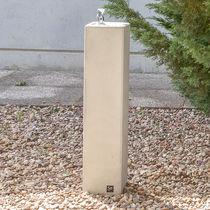 Outdoor drinking fountain / concrete
