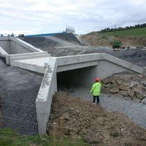 Reinforced concrete bridge abutment
