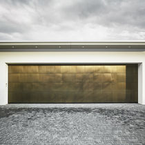 Tilting garage doors / brass / automatic