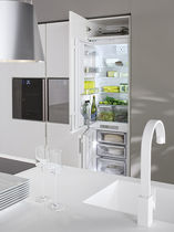 Residential refrigerator-freezer / upright / white / built-in