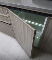 Kitchen base cabinet / free-standing