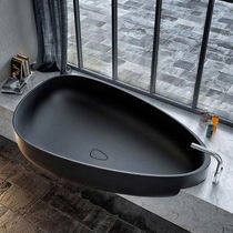Freestanding bathtub / built-in